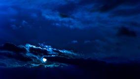 Oszałamiająco zima zmierzchu post unosi się chmury błękita filtr Zdjęcia Royalty Free