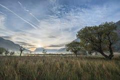 Oszałamiająco zimy mgłowy wschód słońca nad wsią wokoło Crummock W Fotografia Royalty Free