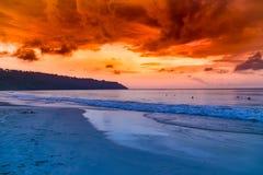 Oszałamiająco zmierzchu strzał przy radhanagar plażową havelock wyspą India fotografia stock