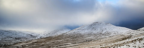 Oszałamiająco zimy panoramiczny krajobrazowy śnieg zakrywał wieś dowcip Fotografia Stock