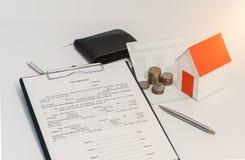 Oszczędzania obrachunkowy passbook lub sprawozdanie finansowe, papieru domowy tryb zdjęcia royalty free