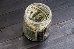 Oszczędzania pojęcie - waluta w szklanym słoju Zdjęcie Stock