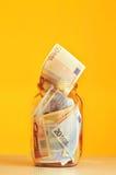 Oszczędzanie euro pieniądze w szklanym słoju Fotografia Royalty Free