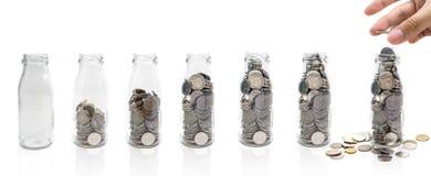 Oszczędzanie pieniądze pojęcie kolekcjonowanie monety w szklanej butelce Odizolowywa Obraz Royalty Free