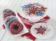 Oszkleni donuts i ciastka dla 4th Lipiec zdjęcia royalty free