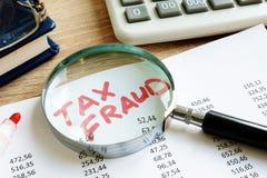 Oszustwo podatkowe pisać na sprawozdanie z rewizji ksiąg obrazy royalty free