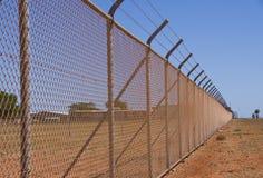 otäckt staket royaltyfri fotografi