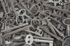 Ot de las viejas llaves del metal como fondo fotos de archivo libres de regalías