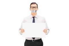 Otage masculin tenant une bannière vide Image libre de droits