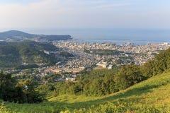 Otaru cityscape som beskådas från bergen Fotografering för Bildbyråer