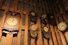 Otaru Clocki an der Backsteinmauer stockbild