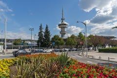 OTE kwiaty w przodzie w mieście Saloniki i wierza, Środkowy Macedonia, Grecja Zdjęcie Stock