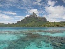 Otemanu del soporte y laguna tropical Fotografía de archivo