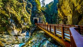 Othello Tunnels bij de Coquihalla-Canion van de verlaten Spoorweg van de Ketelvallei in BC Canada stock foto