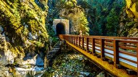 Othello Tunnels bij de Coquihalla-Canion van de verlaten Spoorweg van de Ketelvallei in BC Canada royalty-vrije stock afbeeldingen
