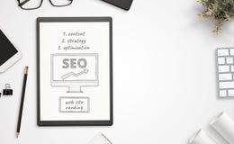 Otimização do site para objetivos do Search Engine no papel imagem de stock