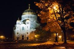 Otoño Catedral naval de San Nicolás en Kronstadt Foto de archivo