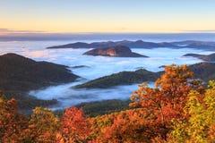 Otoño de Great Smoky Mountains TN NC de la roca del espejo imagenes de archivo