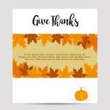Otoño de la acción de gracias, fondo de la caída con follaje amarillo y calabaza Fotos de archivo