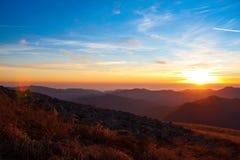 Otoño de la puesta del sol de la montaña foto de archivo libre de regalías