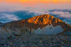 Otoño de la puesta del sol de la montaña fotos de archivo