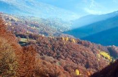 Otoño de oro en montaña Imagen de archivo libre de regalías