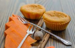 Otoño del colorante en color anaranjado: molletes de la calabaza Foto de archivo