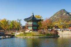 Otoño del palacio de Gyeongbokgung en Seul, Corea Fotos de archivo libres de regalías
