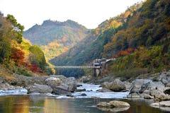 Otoño del río de Hozu imagen de archivo libre de regalías