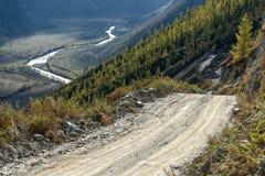 Otoño del valle del paso de montañas del camino Imagenes de archivo