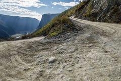 Otoño del valle del paso de montañas del camino Fotos de archivo libres de regalías