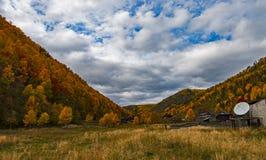 Otoño el lago Baikal Imagenes de archivo