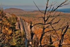 Otoño en Carlton Peak de las montañas del diente de sierra en Minnesota septentrional en la orilla del norte del lago Superior Fotografía de archivo