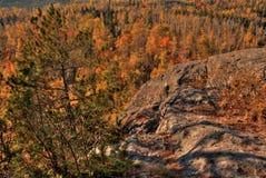 Otoño en Carlton Peak de las montañas del diente de sierra en Minnesota septentrional en la orilla del norte del lago Superior foto de archivo libre de regalías