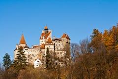 Otoño en el castillo del salvado (castillo de Dracula) Imagen de archivo libre de regalías