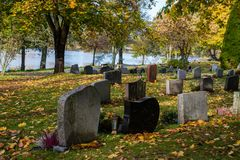 Otoño en el cementerio de Filipstad Suecia Fotos de archivo