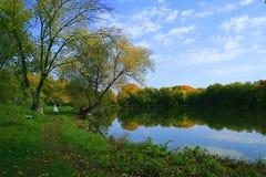 Otoño en el lago Foto de archivo libre de regalías