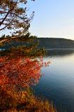 Otoño en el lago Baikal Paisaje de la tarde Fotografía de archivo