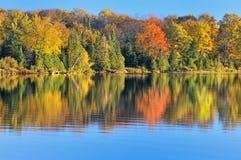 Otoño en el lago magnífico Sable foto de archivo libre de regalías