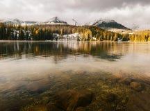 Otoño en las montañas de Tatra, lago Strbskie Pleso, Eslovaquia Foto de archivo libre de regalías