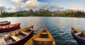 Otoño en las montañas de Tatra, lago Strbskie Pleso, Eslovaquia Imagen de archivo