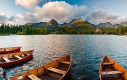 Otoño en las montañas de Tatra, lago Strbskie Pleso, Eslovaquia Fotos de archivo libres de regalías