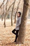 Otoño. Muchacha en un parque Foto de archivo libre de regalías