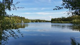 Otoño que se relaja en el lago Imagen de archivo