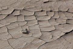 Otoczak na Krakingowej ziemi Zdjęcie Royalty Free