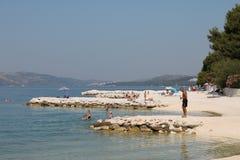 Otoczak plaża na wyspie Ciovo w Chorwacja fotografia royalty free
