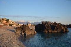 Otoczak plaża w Scalea Zdjęcia Stock