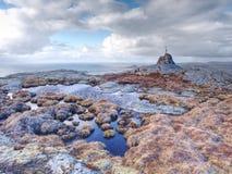 Otoczaka ostrosłup przy halnym szczytem Linesfjellet & x28; 230 x29 m&; , Linesoya wyspa, Norwegia Zdjęcia Royalty Free