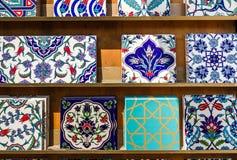 Otomano auténtico, tejas turcas de la pared con los modelos históricos Foto de archivo libre de regalías