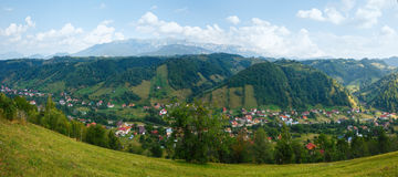 Otrębiasty wioski lata widok (Rumunia) Fotografia Stock
